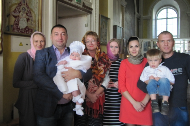 Крестили сразу и Анечку, и Никиту.