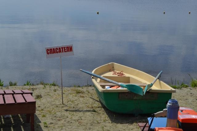 В распоряжении спасателей вёсельные и моторные лодки и другое спасательное оборудование.