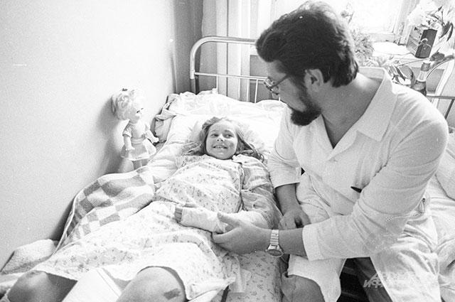 Олечка Зеленина в больнице.