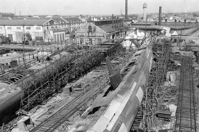 Взорванные недостроенные подводные лодки (С-36 справа и С-37) типа «С» IX-бис, 1941 год.