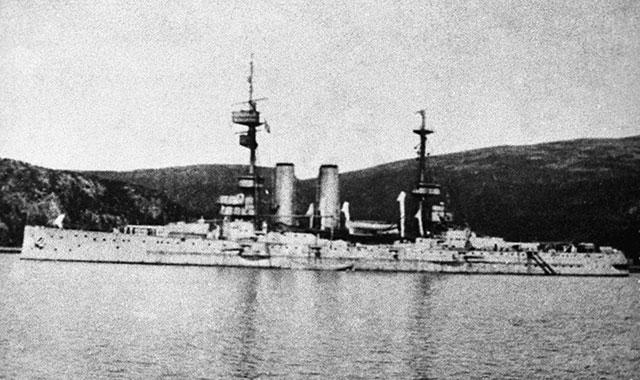 Английский крейсер «Глори» наМурманском рейде.