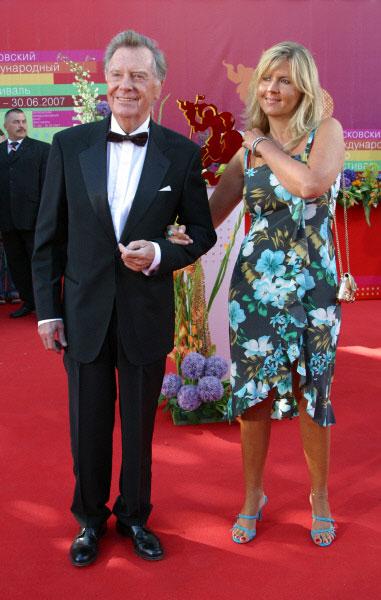 Анатолий Кузнецов с дочерью Ириной на церемонии открытия XXIX Московского международного кинофестиваля. 2007 год