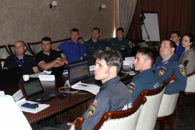 Российские и иностранные спасатели учатся вместе.