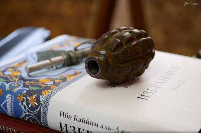 У задержанных нашли оружие, боеприпасы и религиозную литературу.