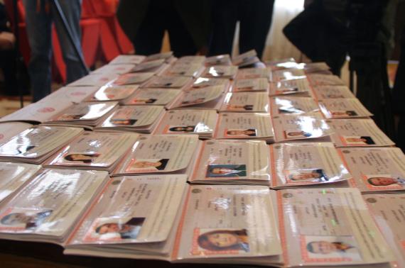 Церемония выдачи первых российских паспортов крымчанам в Керчи