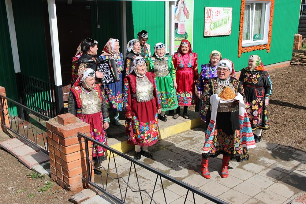 Араслановские бабушки - хранительницы традиций.