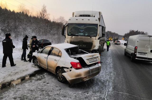 ДТП, вызвавшее огромную пробку под Ижевском, произошло 22 января около девяти часов утра на 147-м километре автомобильной дороги.