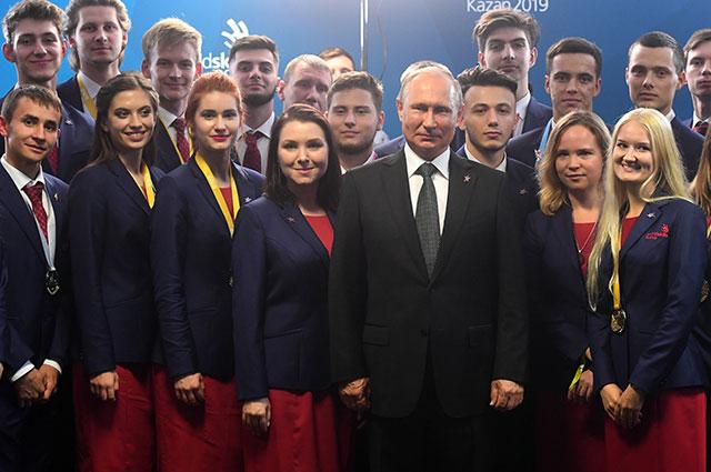 Президент РФ Владимир Путин во время встречи с российской сборной молодых профессионалов.