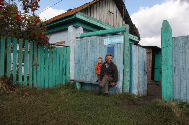 Стары да малый. Грустно в селе без детского сада.