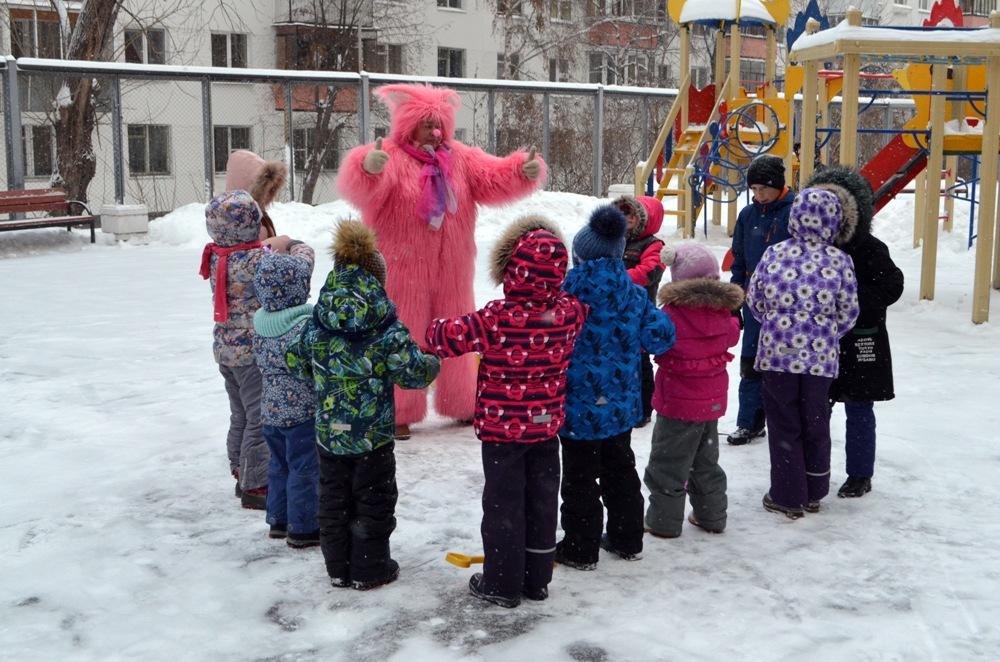 Дети и взрослые веселились вместе с героями любимых мультфильмов.