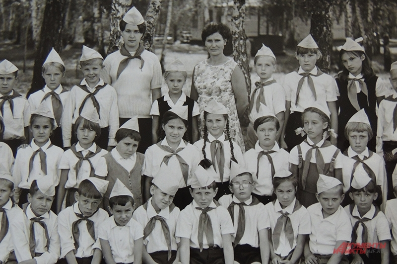 Татьяна среди своих воспитанников в пионерском лагере
