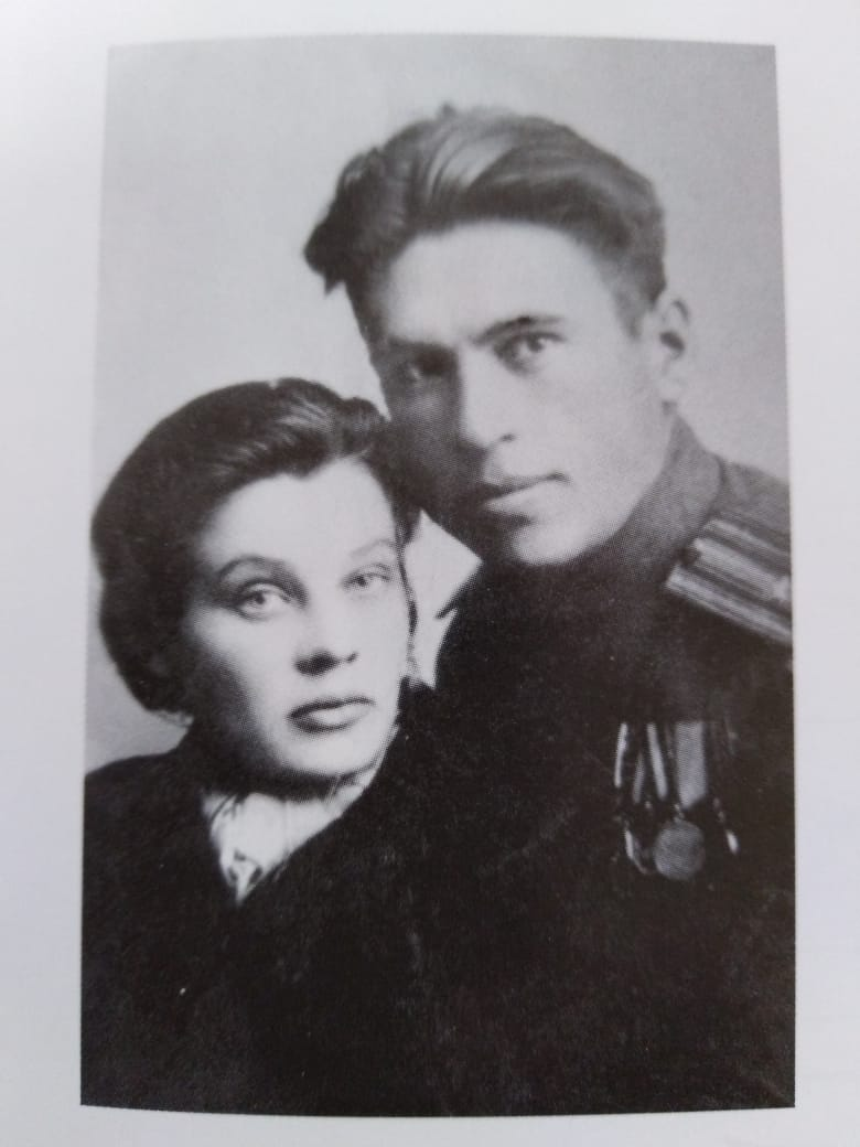 Владимир Иванович и Мария Иосифовна Клипели. Город Порт-Артур, 1945 год