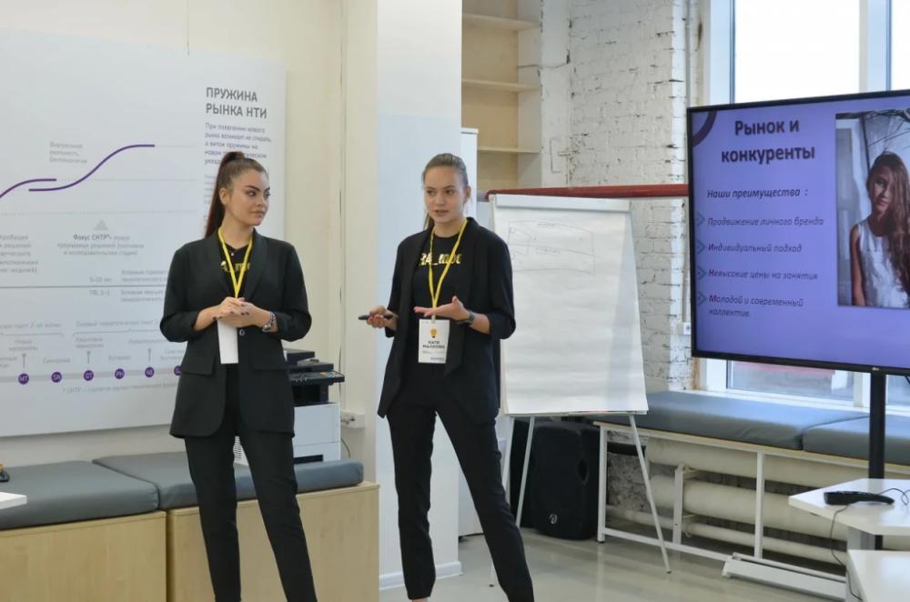 Школьницы успешно защитили свой бизнес-проект.