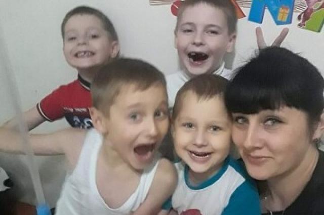 Одна из дочерей Светланы с детьми и племянниками.