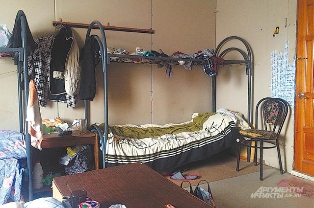 Комната в общежитии завода на 8 человек