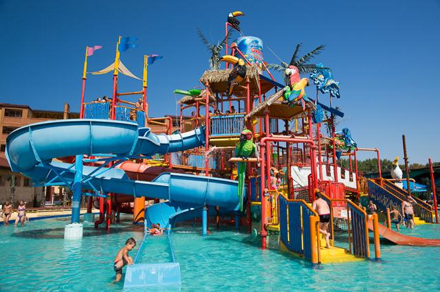 Парк аттракционов Тики-так в Анапе, по всей видимости, привлекателен не только для детей, но и для бизнесменов