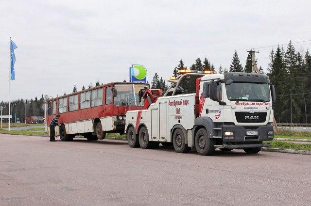 Транспортировка автобуса до Петербурге прошла летом 2016 года.