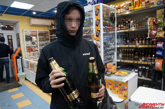 В Прикамье постоянно проходят рейды по пресечению продажи алкоголя несовершеннолетним. Почти во всех киосках и магазинах детям без проблем продают пиво и водку.