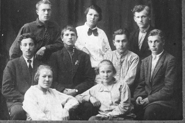 Пионерработники Красноярска с активом комсомола в 1923 г.