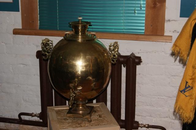 Многие экспонаты много лет собирал сам Евгений Фёдоров – что-то найдено за границей, что-то куплено у антикваров и местных жителей, что-то «выиграно» на аукционах.
