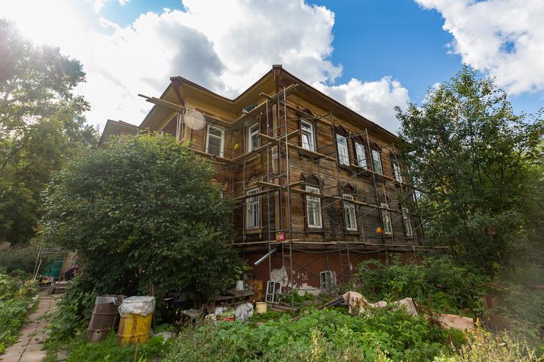 Дом на Дзержинского, 17 был выбран не случайно