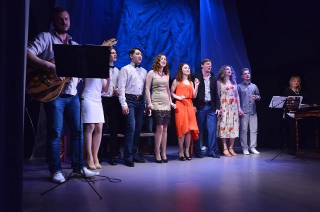 Актёры веселились от души вместе со зрителями.