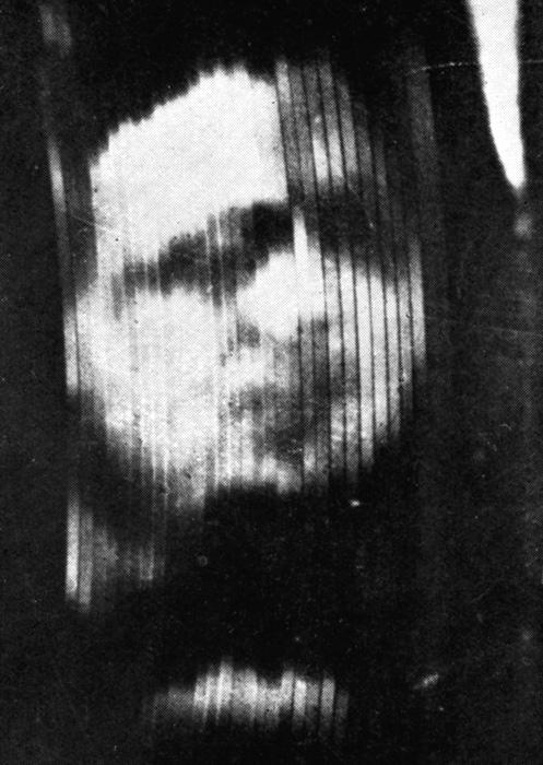 Первая известная фотография изображения, воспроизведённого устройством Бэрда, примерно 1926 год.