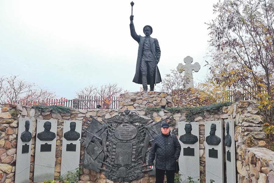 Мемориал казачеству в станице Еланской создан на частные  пожертвования.