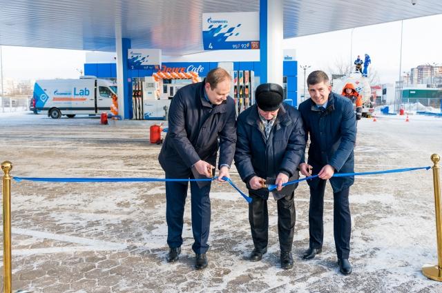 АЗС открыли Олег Кузьменьков, Шамиль Гумеров и Алексей Табалаев.