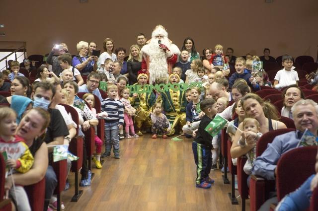 Дед Мороз встретился с ребятишками, которые верят в чудо.