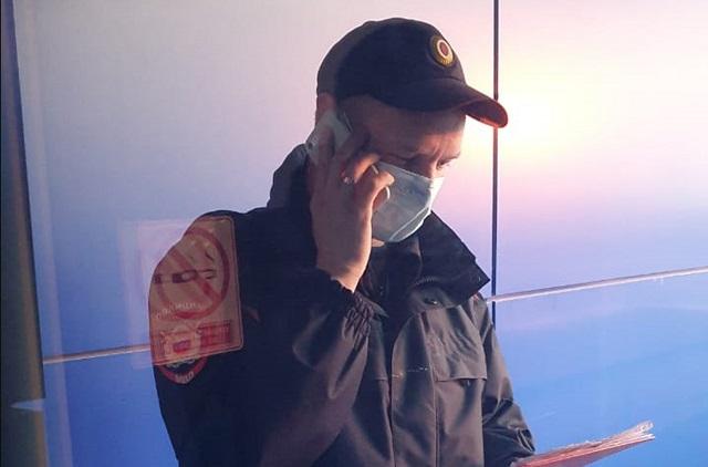 Полицейский составил протокол на якобы нарушение правил изоляции.