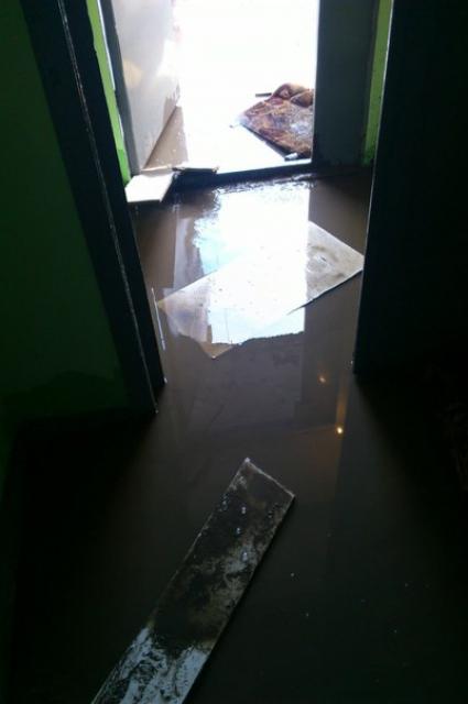 В Перми затопило подъезд жилого дома