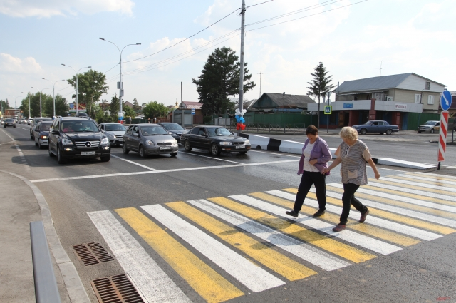 Дорогу оборудовали пешеходными переходами.