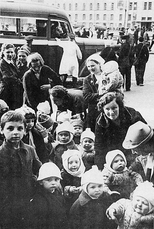 Скорбный состав с ленинградскими детьми отправился из Северной Столицы 4 июля.