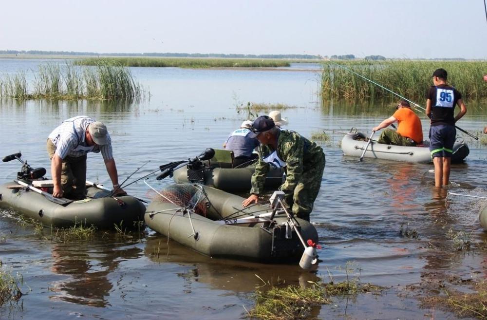 В реках и озёрах Варненского района водится 11 видов рыб. Это хорошая рыбалка, активный отдых. Но на Михеевском ГОКе думают не только об этом. К примеру, только за 2015 год комбинат организовал зарыбление рек Обь–Иртышского бассейна 641 тыс. мальков пеляди. На это было направлено более 1,2 млн рублей.
