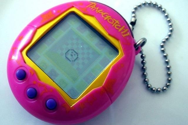Тамагочи - популярная игрушка из 90-х.