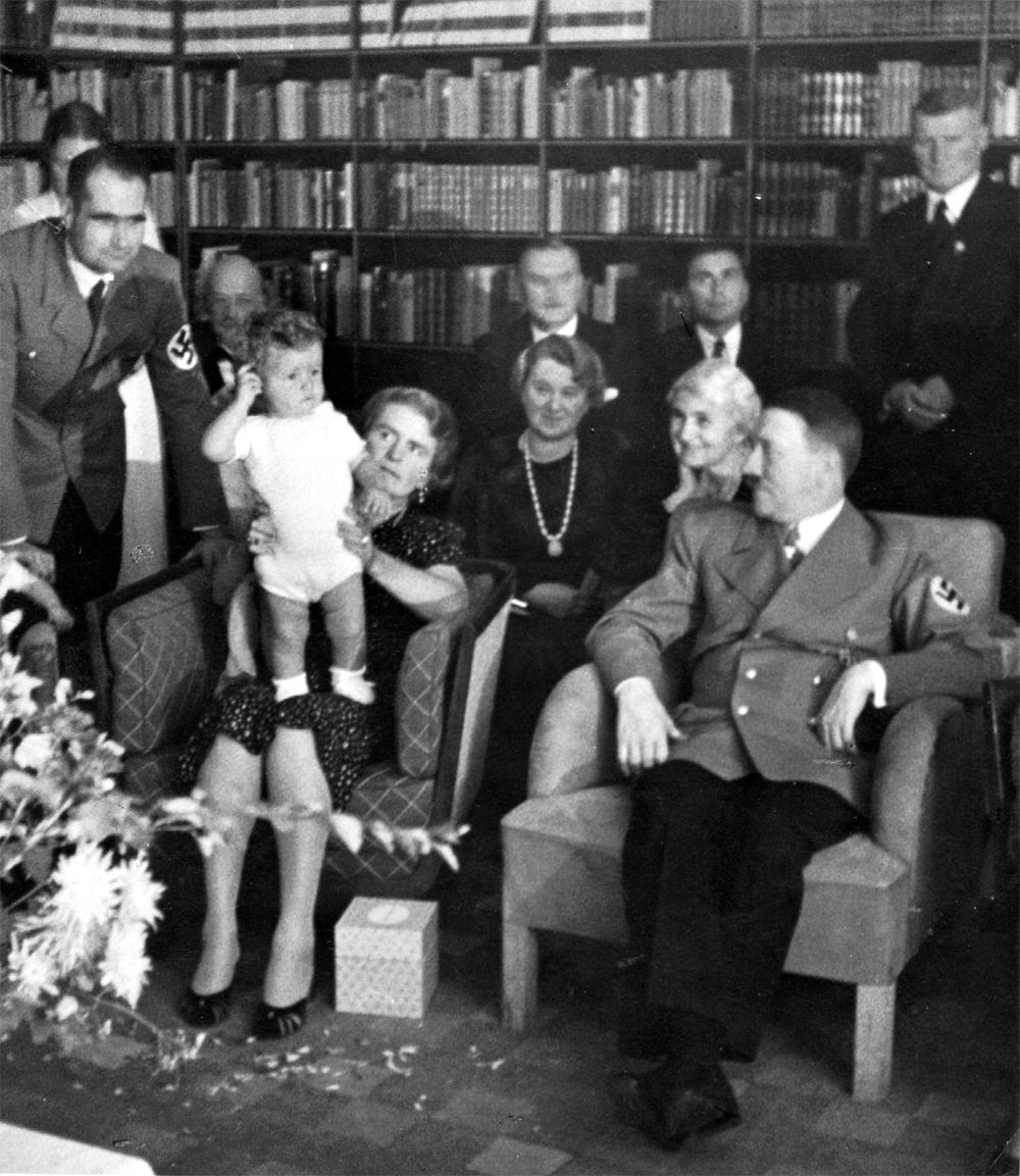 Семья Гесс и Адольф Гитлер. 1938 г.