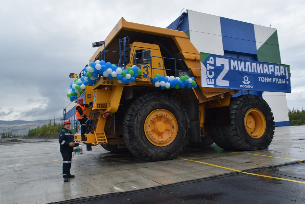 Юбилейная тонна руды в тот же день была отправлена на переработку на апатит-нефелиновую фабрику.