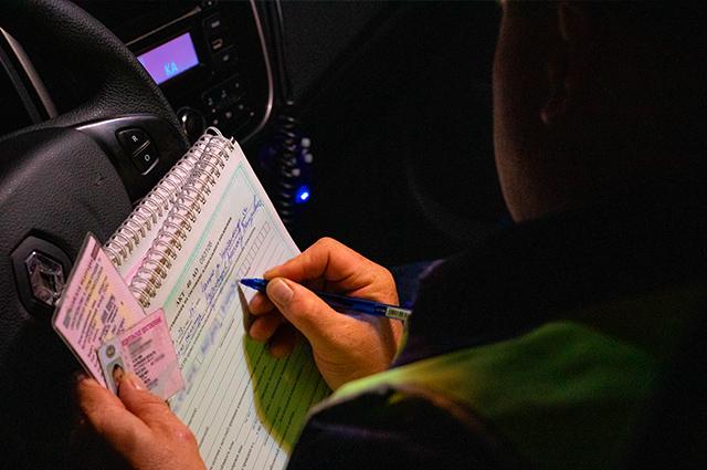 Для проверки алкотестером составляется протокол и отстранение от управления транспортным средством.