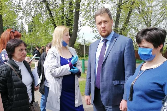 Глава Ржева Роман Крылов с коллегами инспектирует детские учреждения