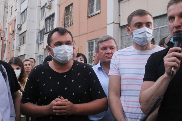 На фото слева - пострадавший во время стрельбы воронежец.