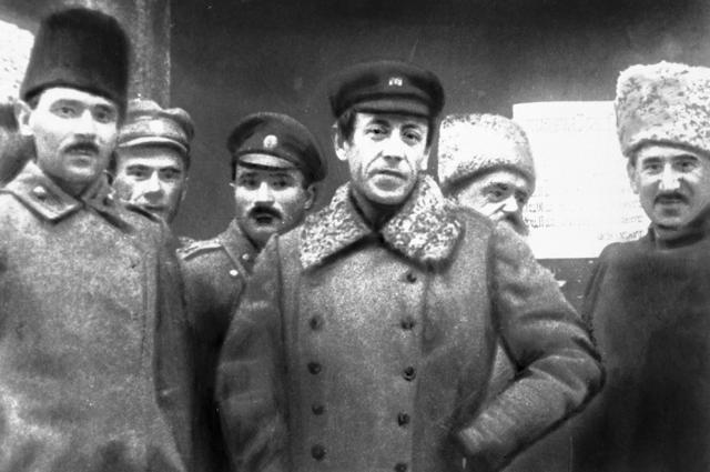 Главный атаман Директории Украинской Народной Республики Симон Петлюра (в центре) со своим штабом.