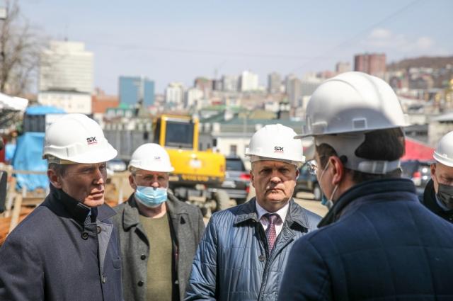 Губернатор Приморского края Олег Кожемяко проинспектировал ход работ на объектах, строящихся в рамках национальных проектов и Комплексного плана развития Владивостока.