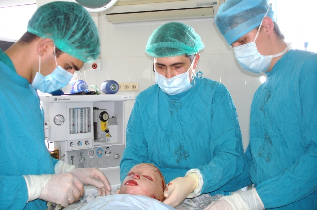 Новое лицо врачи научились моделировать прямо из кожи самого пациента.