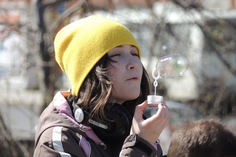 Можно прийти и попускать мыльные пузыри.