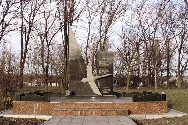 Памятник, установленный на месте падения белорусского Ту-134