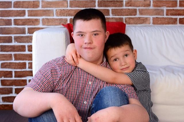 Дима с младшим братом Савелием.
