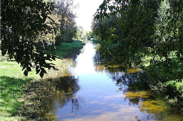 Река Лихоборка близ пересечения с Онежской улицей