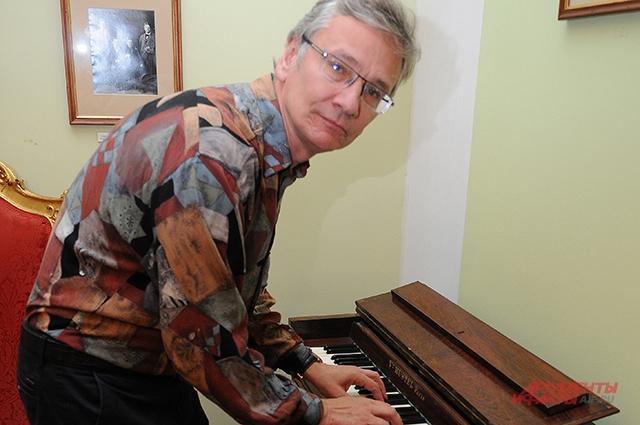Директор  Музея им.Н.Г.Рубинштейна Московской консерватории Владимир Стадниченко.