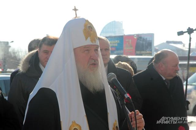 Патриарх Московский и всея Руси Кирилл на месте первого из декабрьских терактов железнодорожном вокзале